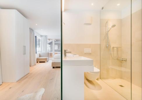 Wohnzimmer und Bad
